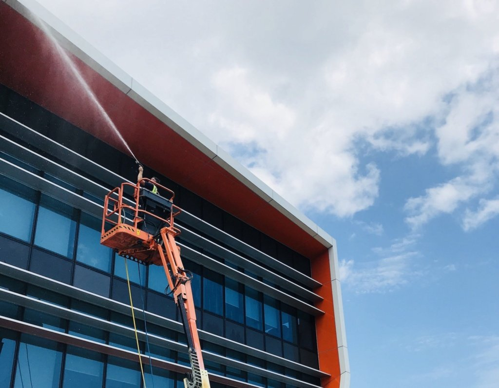 pressure cleaning large gold coast building